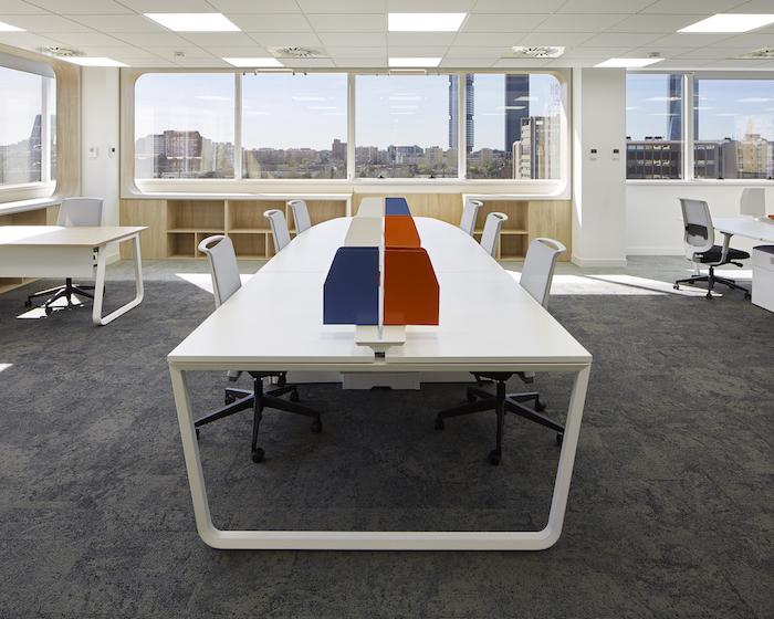 Proyecto de Interiorismo para las oficinas de Manpower diseñado por Ofita
