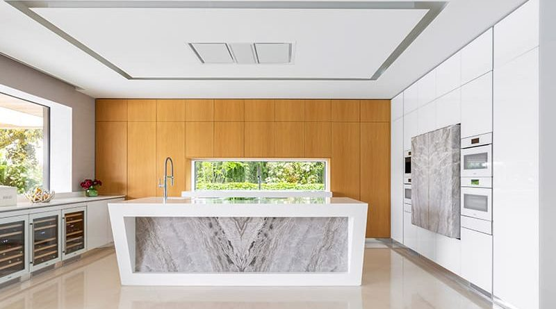 Una cocina con cuatro ambientes